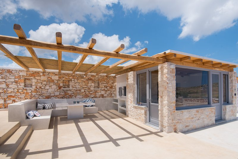 BLE Brand New Country House 5min from Naousa, holiday rental in Isterni