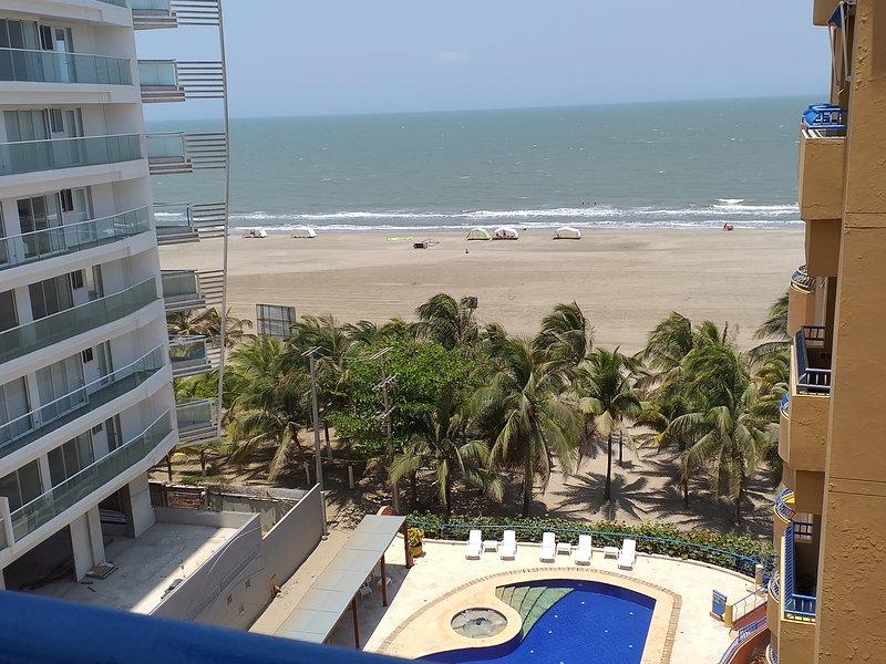 Beachfont Apartment in Cartagena, holiday rental in La Boquilla