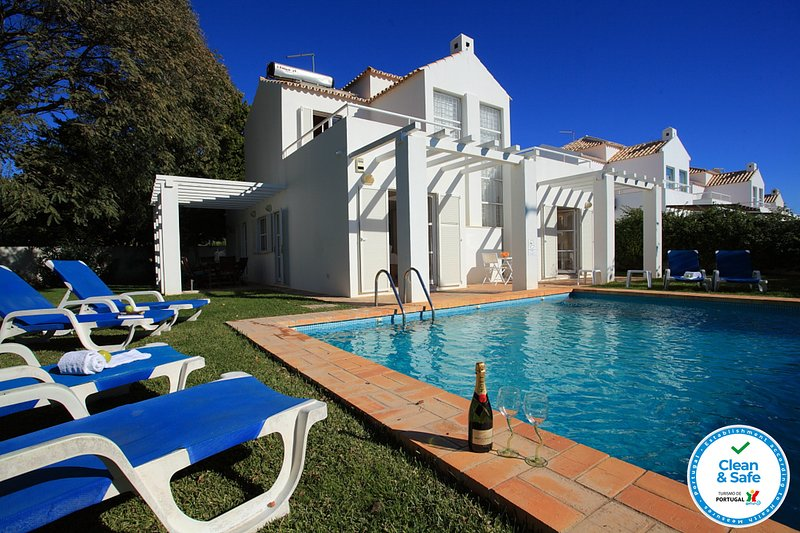 Villa Monte Galé OCV - 100m Beach, holiday rental in Sesmarias