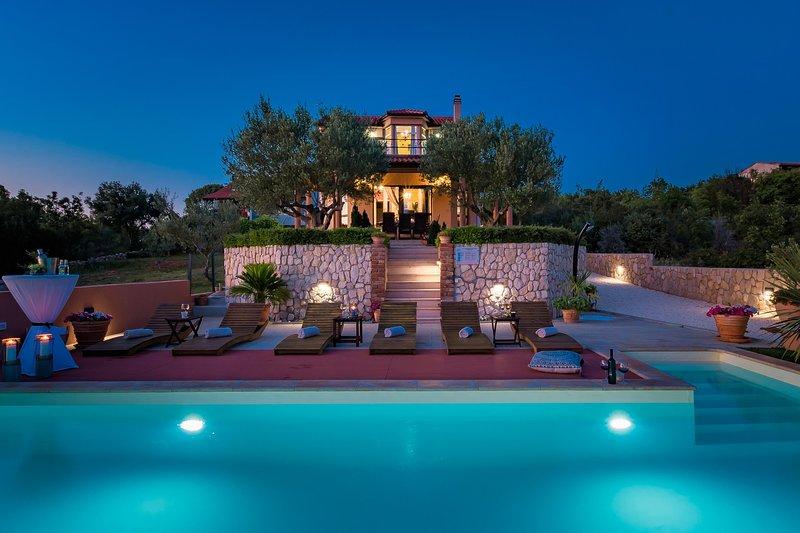 Beautiful Villa Sebenico, in Dalmatia, with a Pool, location de vacances à Lozovac
