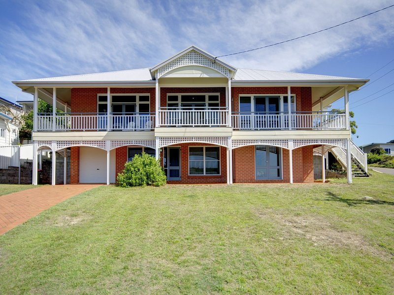 Surf Break, 10 Tuna Cresent (Whole house), vacation rental in Fingal Bay