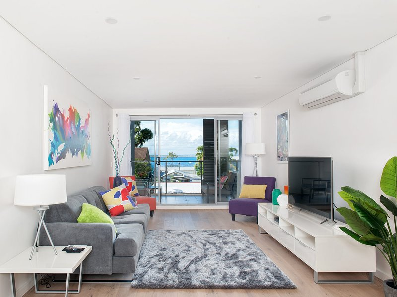 The Shoal Apartments, Unit 201/4-8 Bullecourt Street, holiday rental in Shoal Bay