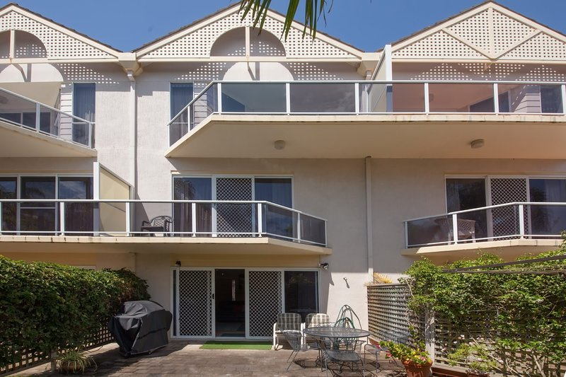 Kristie Court, 2/7 Weatherly Close, holiday rental in Nelson Bay