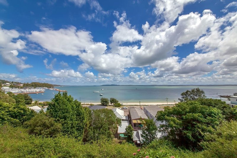 Quarterdeck, Unit 1/ 12 Magnus Street, holiday rental in Nelson Bay