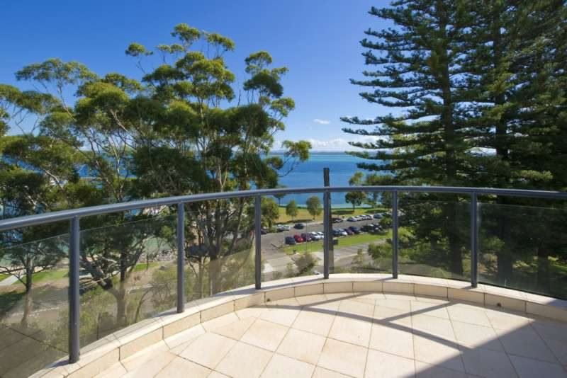 Magnus Pines, Unit 10/52 Magnus Street, holiday rental in Nelson Bay