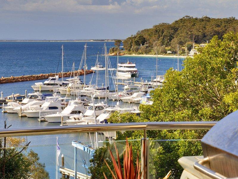 Paradiso, Unit 1/4 Laman Street, holiday rental in Nelson Bay
