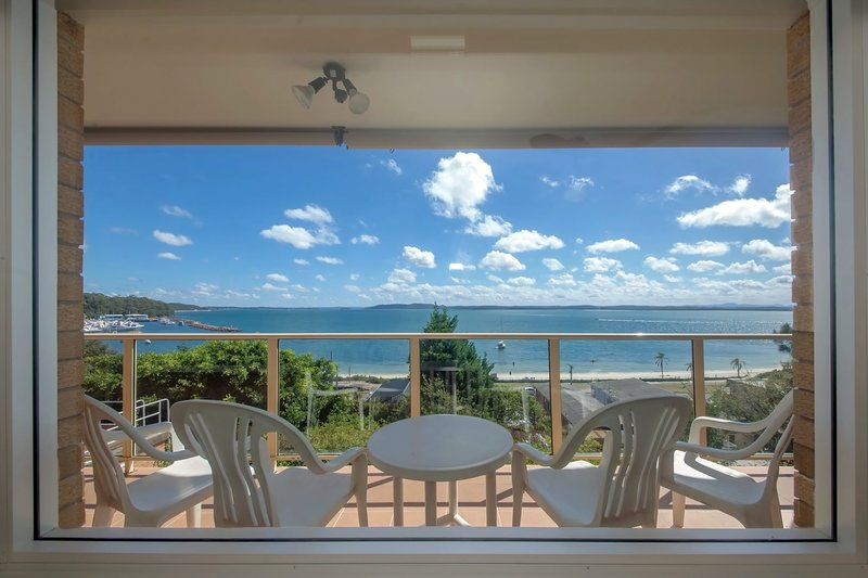 Quarterdeck, Unit 3/12 Magnus Street, holiday rental in Nelson Bay