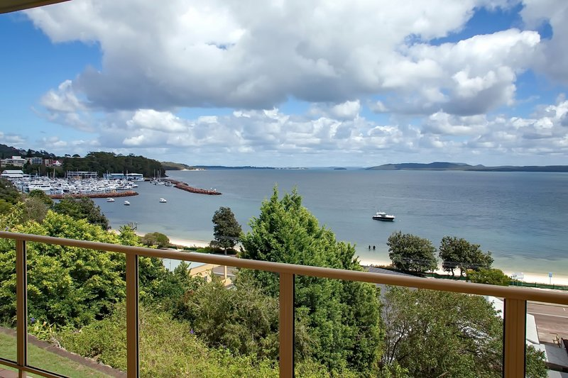 Quarterdeck, Unit 4/12 Magnus Street, holiday rental in Nelson Bay