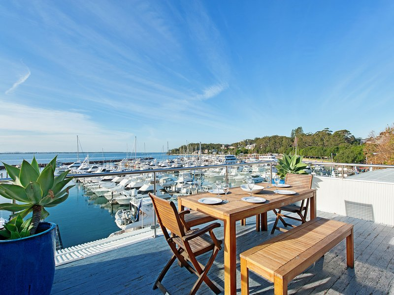Crows Nest, 6 Teramby Road, D'Albora Marina, holiday rental in Nelson Bay
