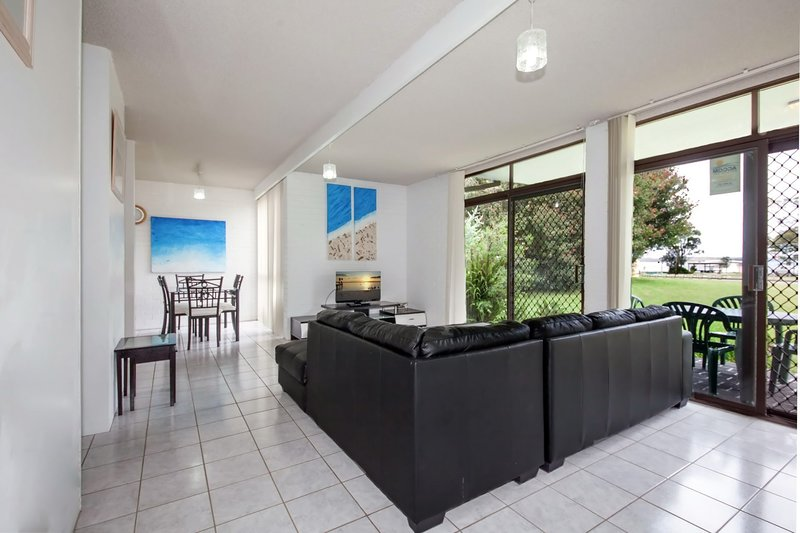 Villa Ellisa, Unit 1/10 Columbia Close, holiday rental in Nelson Bay