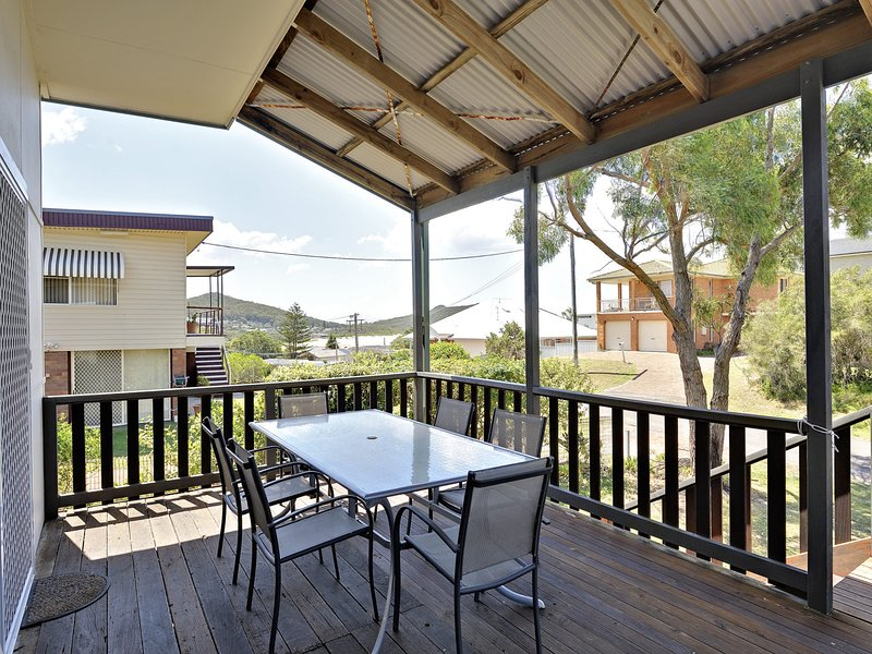 The Beach Cottage, 4 Short Street, vacation rental in Fingal Bay