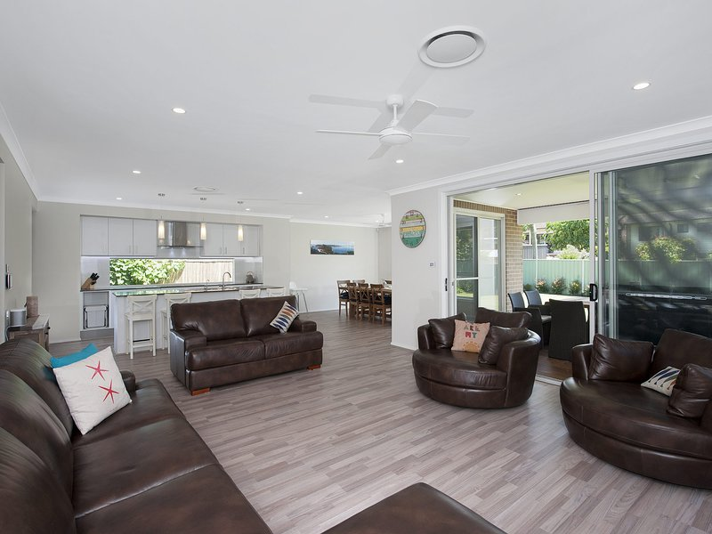 Big Wave * Shoal Bay  8 Achilles Street, holiday rental in Nelson Bay