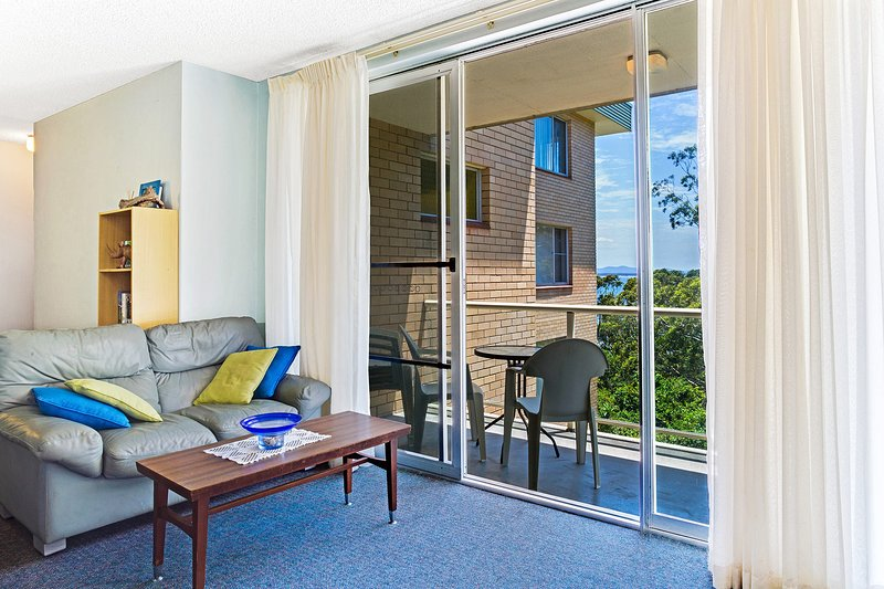Blue Waters, Unit 4/59 Ronald Avenue, vacation rental in Greater Newcastle