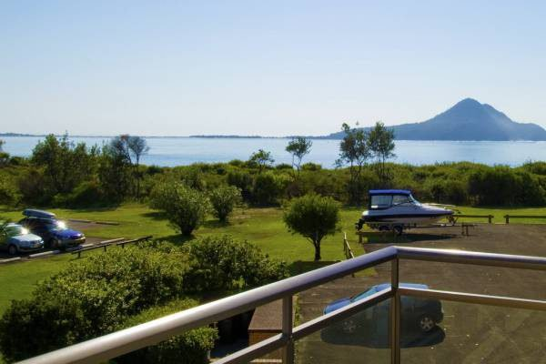 Commodore, Unit 3/6 Intrepid Close, holiday rental in Nelson Bay