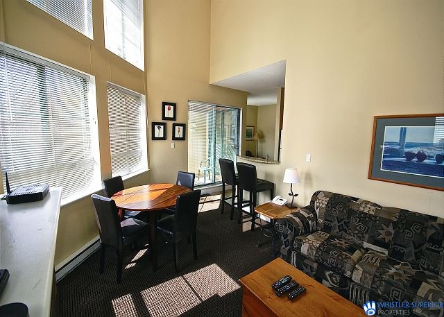 Mountain Views, Vaulted Ceilings, Central Location, Hot Tub Access, holiday rental in Whistler