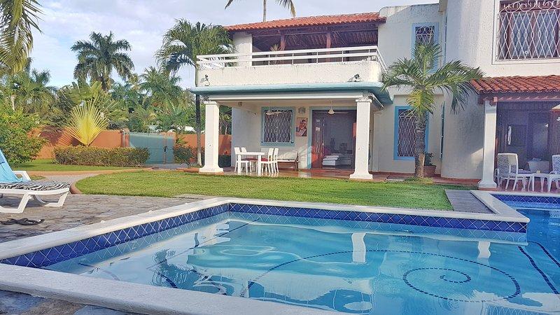 VILLA JEFF Y JYPS for 4, with pool, close to beaches, holiday rental in Las Galeras