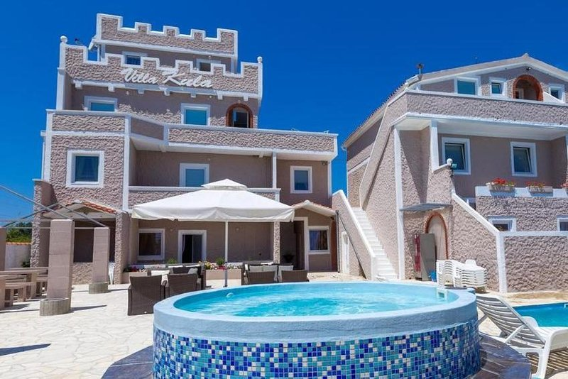 Studio apartment with an amazing pool, holiday rental in Nin