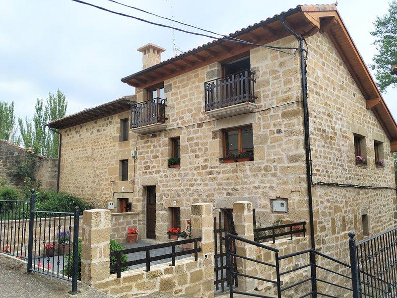 Alquiler Vacacional La Casa de las Tinas Sajazarra, aluguéis de temporada em Miranda de Ebro