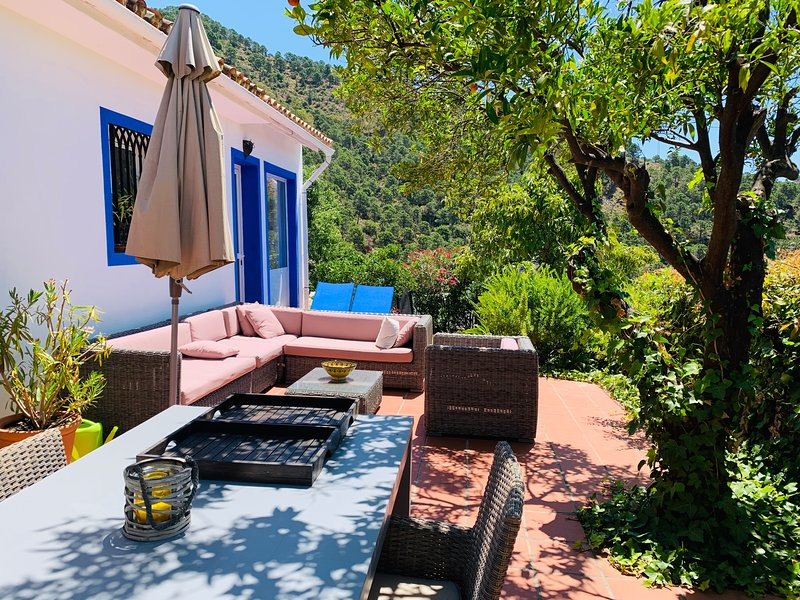 Charming Finca Santa Ana on the outskirts of the village center, holiday rental in Monda