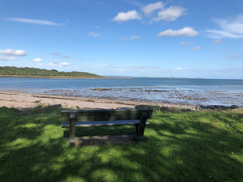 An Taigh Mara - Harbour side home with sea views., holiday rental in Garlieston