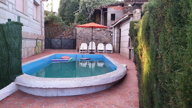 Casa con Piscina en Ramíras, Ourense, aluguéis de temporada em Crecente