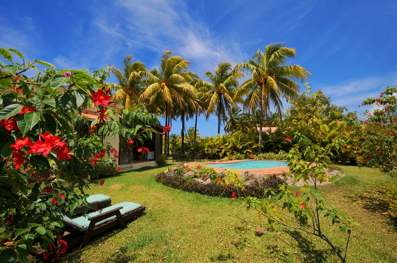 Villa Chez Zaza, great snorkeling, swimming with dolphins, wifi, pool, Le Morne, vacation rental in Le Morne