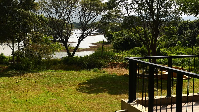 Gaia Lake Bungalow - A Hideaway by Kandalama lake, vacation rental in Inamaluwa