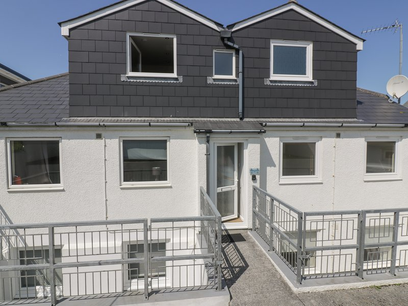 Atlantic View 4 Beachside Apartments, Holywell Bay, holiday rental in Holywell