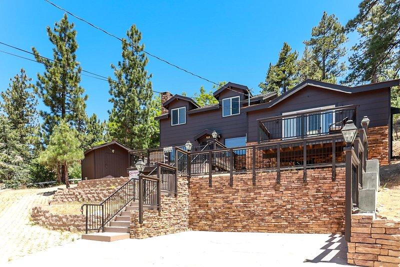 Circle Views Ultra Modern Boulder Bay Chalet / Walk To Lake & Boulder Park / Pet, alquiler de vacaciones en Angelus Oaks