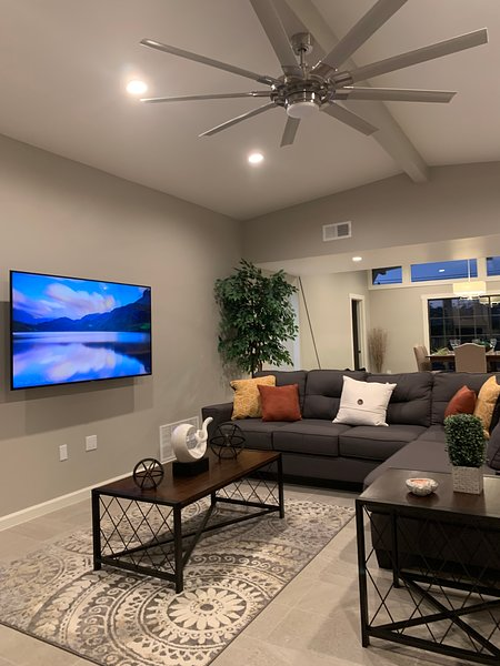 Modern Designer home with many amenities, casa vacanza a Las Cruces
