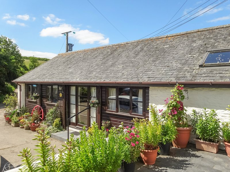 THE CART LINHAY, neat, single storey cottage on 130 acre traditional Devon farm, vacation rental in Great Torrington