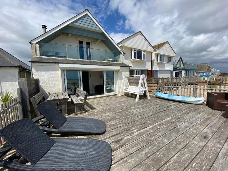Private Beach House  plus Studio Apartment. Sleeps 10, holiday rental in Pevensey