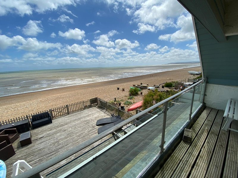 Large Private Beach House, Sleeps 8, holiday rental in Pevensey
