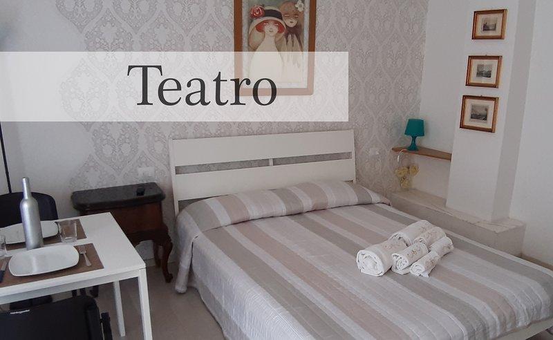 Manzoni Residence - Ampio monolocale perfetto per 2 - Teatro, holiday rental in Brunate