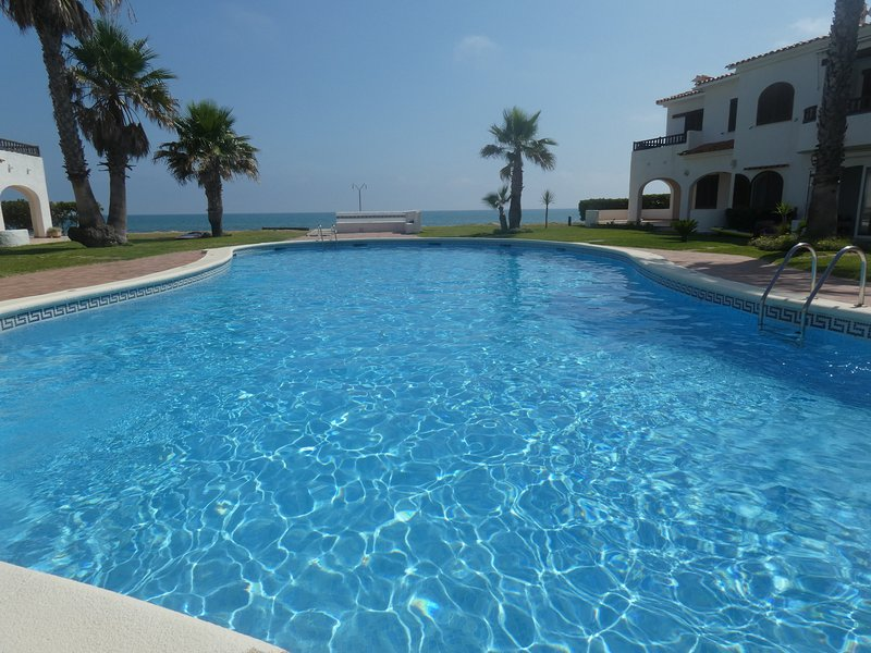 Bonita casita en residencial en 1ª línea playa, location de vacances à Denia