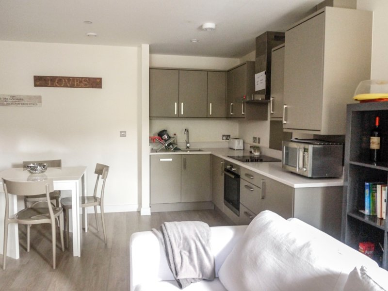 Stunning one bedroom apartment with balcony, Ferienwohnung in North Finchley