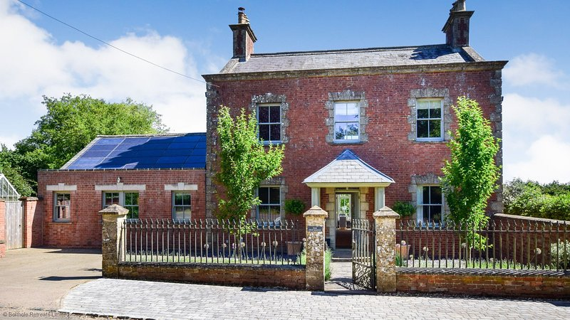 The Old Manse, Little Tew, Cotswolds - sleeps 10 guests  in 5 bedrooms, casa vacanza a Great Tew