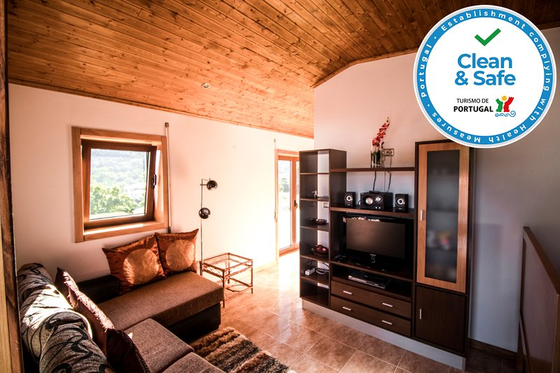 'Casa do Didi' Village House | Hosts 6 | Vinhais | Rio de Fornos | Clean&Safe, location de vacances à Braganca District