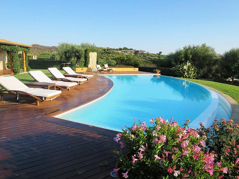 Villa Mellagrano, Sea View with Swimming Pool, aluguéis de temporada em Puntaldia