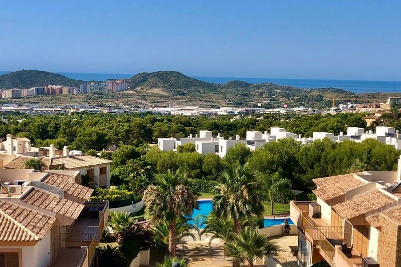 Penthouse Apartment with Sea Views, holiday rental in Finestrat