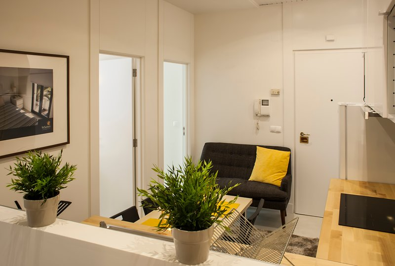 TOTE SER Chiado Fado Superior 3 BR Apartment, holiday rental in Lisbon
