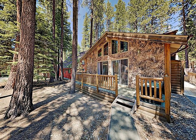 South Tahoe Cabin Near National Forest Hiking, Heavenly Skiing & Beaches!, vacation rental in South Lake Tahoe