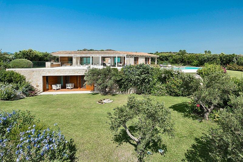 Villa Benvenue, Sea View, Swimming Pool & Jacuzzi, aluguéis de temporada em Puntaldia