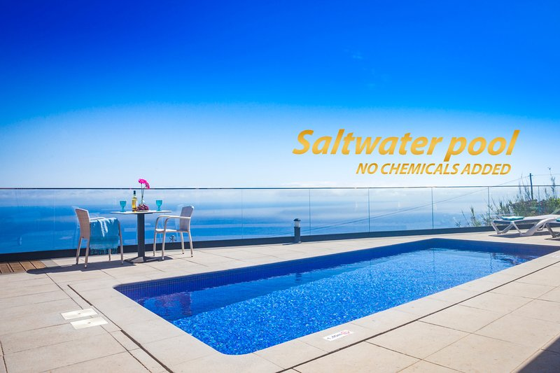 Eden Sun-A Modern Luxury Villa with Panoramic View, casa vacanza a Prazeres