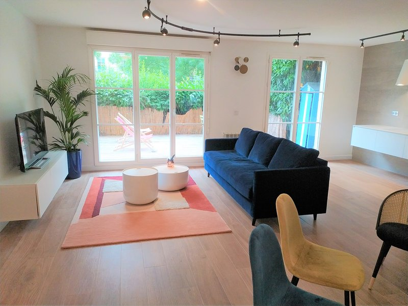 Beautiful Appartment near Paris, 3 bedrooms, vacation rental in Chatou