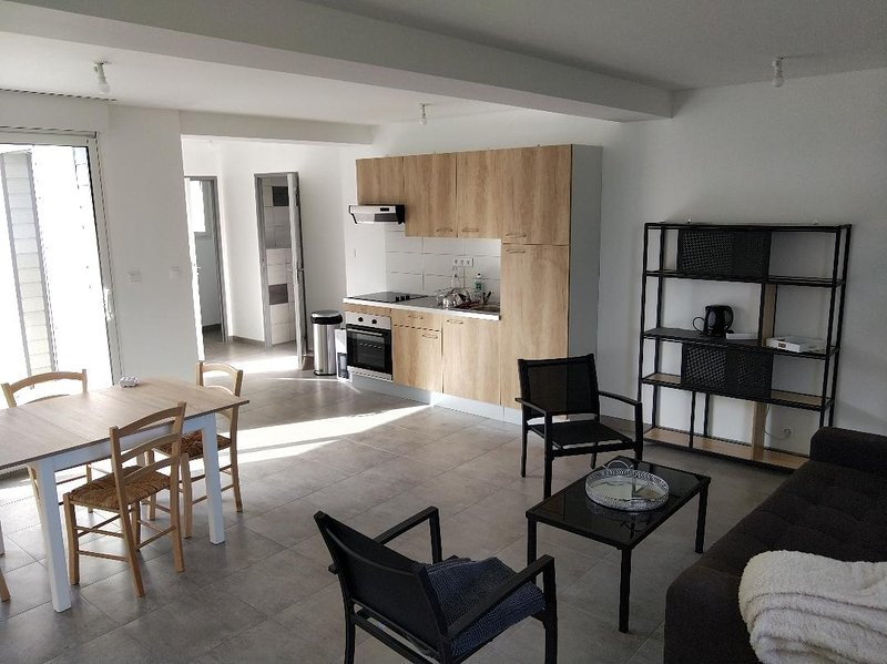 Maison agréable dans un environnement calme près des plages, vacation rental in Pleguien
