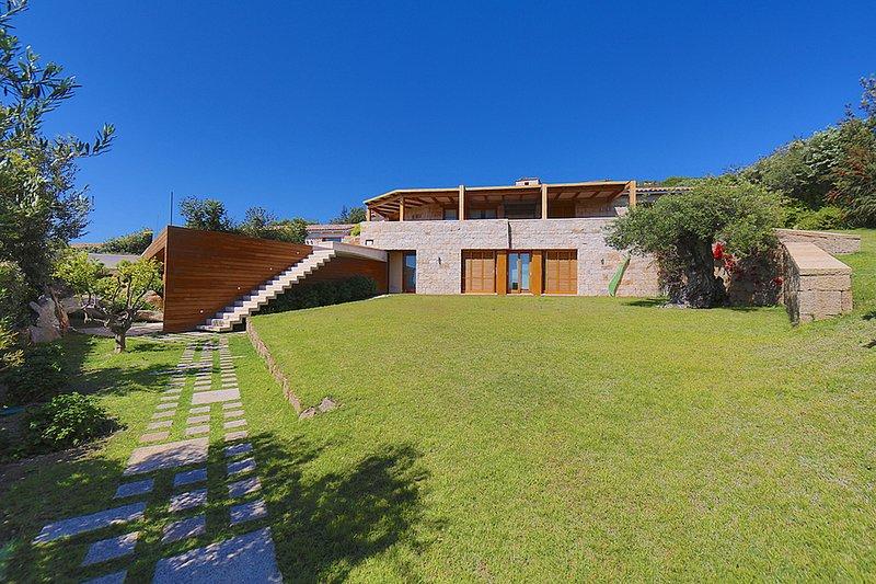 Villa Bonnie, Sea View, Swimming Pool with Jacuzzi, vacation rental in Case Peschiera-lu Fraili