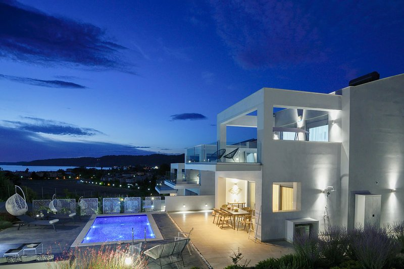 3 Bedroom Villa with Private Pool, holiday rental in Fourka