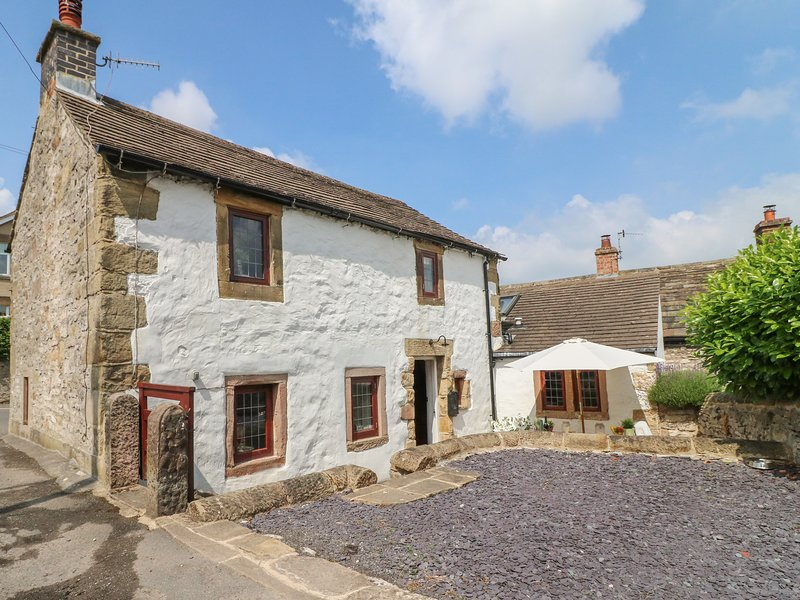 HOPE COTTAGE, woodburner, WiFi, pet-friendly, patio, in Youlgreave, Ref 920883, vacation rental in Youlgreave