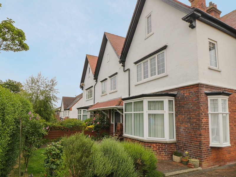 Seaside View Apartment, Scarborough, holiday rental in Crossgates